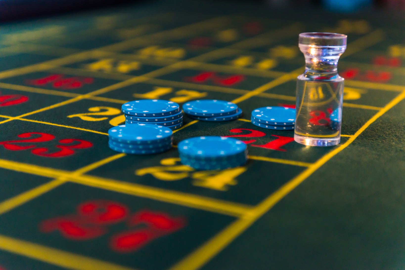 Difference between craps and roulette